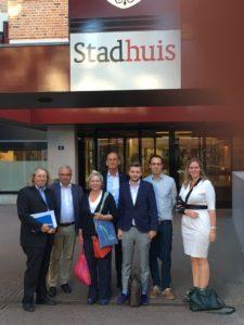 FDP und VVD trafen sich im Stadhuis Nijmegen zu einem Sondierungsgespräch; v.l.n.r.: Prof. Dr. Ralf Klapdor, Dietmar Gorißen, Mechteld ten Doesschate, Arie Kerkman, Ben Dinklage, Lukas Kauther, Inge van Dijk.